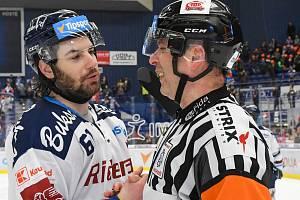 Záchrana extraligy je zase o kus blíž. Vítkovičtí hokejisté zvládli páteční duel 47. kola nejvyšší soutěže s neoblíbenou Plzní.