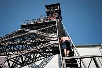 Skoro osm set lidí navštívilo o víkendu bývalý Důl Petr Bezruč a bezmála tři stovky z nich i vystoupaly na jeho opravenou těžní věž, aby viděli město z jiné perspektivy.