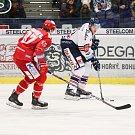 Utkání 34. kola hokejové extraligy: HC Vítkovice Ridera - HC Oceláři Třinec, 12. ledna 2019 v Ostravě. Na snímku (zleva) Michal Kovařčík, Tomáš Černý.