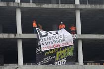 Nedokončený železobetonový gigant v ulici 28. října v centru Ostravy - snímek z 10. března 2016.