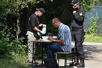 Práce policistů na místě střelby na exekutory.