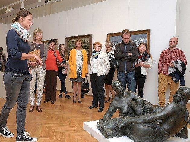 Z KOMENTOVANÉ PROHLÍDKY výstavy V novém světě / Podmínky modernity 19171927 v ostravském Domě umění.