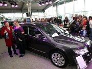 Dopoledne 28. listopadu v autosalonu Škoda společnosti Auto Heller už po šestnácté patřilo ženám. Konala se tu akce Moderní žena.