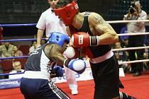 VC OSTRAVY v boxu nabídla výbornou podívanou, o kterou se postarali i skvělí borci z Kuby. Na snímku vítěz kategorie do 91 kg Osmay (vlevo) z Kuby, který porazil Litevce Subaciuse.