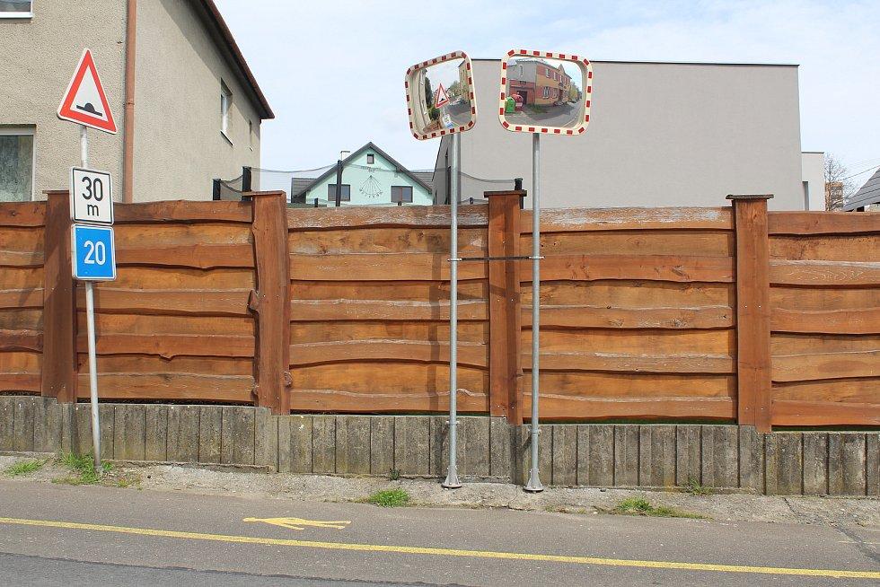 Pustkovec trápí chodníky. Brzy se v obci vybudují nové, vyhovující svému účelu.