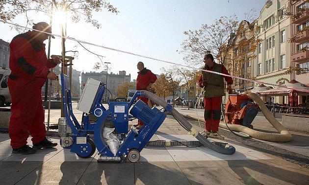 Oprava Masarykova náměstí v Ostravě by měla být hotova do 20. listopadu, aby týden nato mohly na náměstí začít Vánoční trhy.