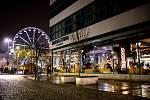První dny vánočních trhů v centru Ostravy, Masarykovo náměstí a jeho okolí, prosinec 2020.