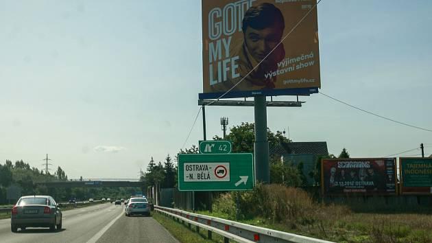 Už v pátek 1. září 2017 vstoupí v platnost novela zákona, která výrazně omezuje výskyt reklamních ploch kolem tuzemských silnic.