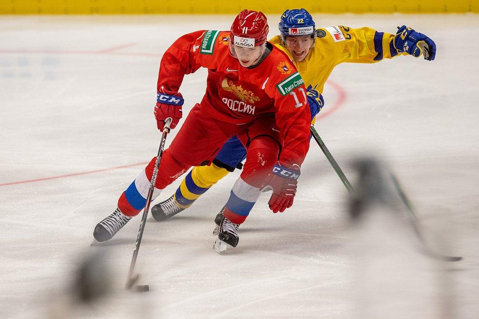 Mistrovství světa hokejistů do 20 let, semifinále: Švédsko - Rusko, 4. ledna 2020 v Ostravě. Na snímku (zleva) Vasili Podkolzin (RUS), Karl Henriksson (SWE).