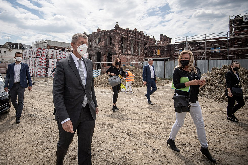 Předseda vlády České republiky Andrej Babiš si prohlédl novostavbu bytového domu Janáčkova a historické městské jatka, 1. června 2021 v Ostravě.