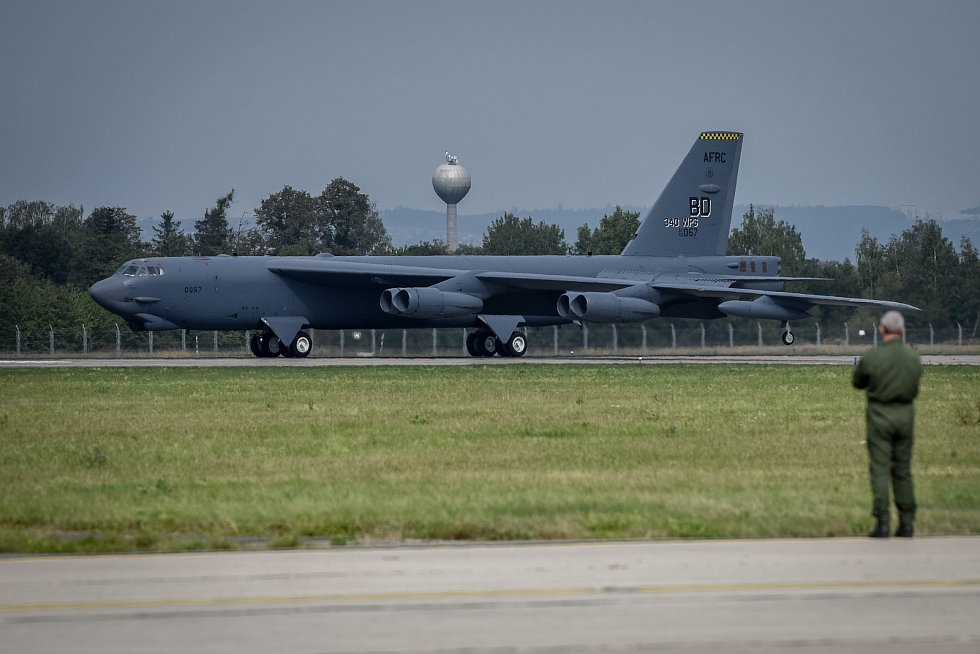 Přílet letadel na letiště Leoše Janáčka, kde se uskuteční Dny NATO, 13. září 2018.