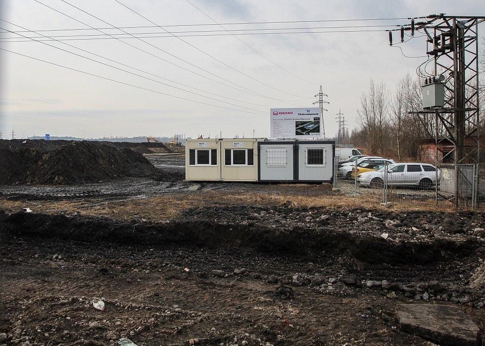 Stavba outletového centra, březen 2018.