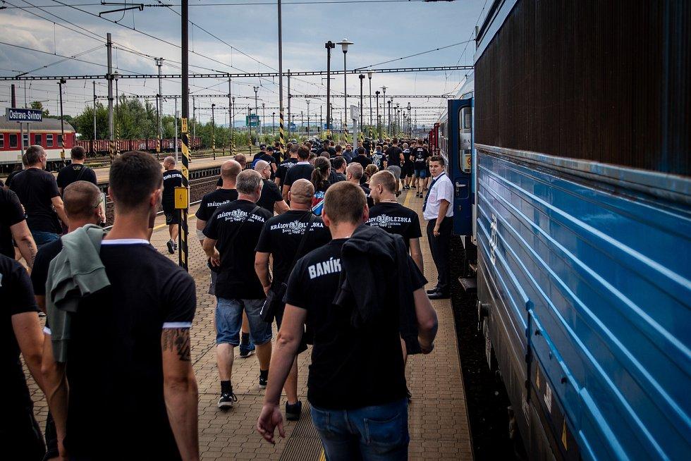 Utkaní 4. kola fotbalové FORTUNA:LIGY mezi SFC Opava a FC Baník Ostrava. Odjezd baníkovských fanoušků ze svinovského nádraží, 2. srpna 2019 v Ostravě.