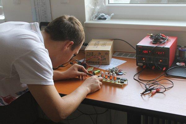 Máte šikovné prsty, dobré nápady a baví vás práce selektrotechnikou? Můžete se zúčastnit soutěže, kterou přichystala společnost TIPA.
