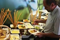 Ochutnat něco z umění úspěšného šéfkuchaře Romana Pauluse mohli lidé v neděli v restauraci Bamboo ostravského hotelu Park Inn.