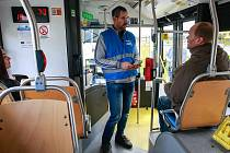 Asistenti přepravy dbají na dodržování přepravních podmínek.
