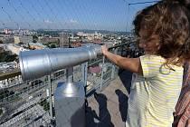 Obyvatelé i návštěvníci Ostravy si mohou prohlédnout moravskoslezskou metropoli v plné kráse z vyhlídky na věži Nové radnice.