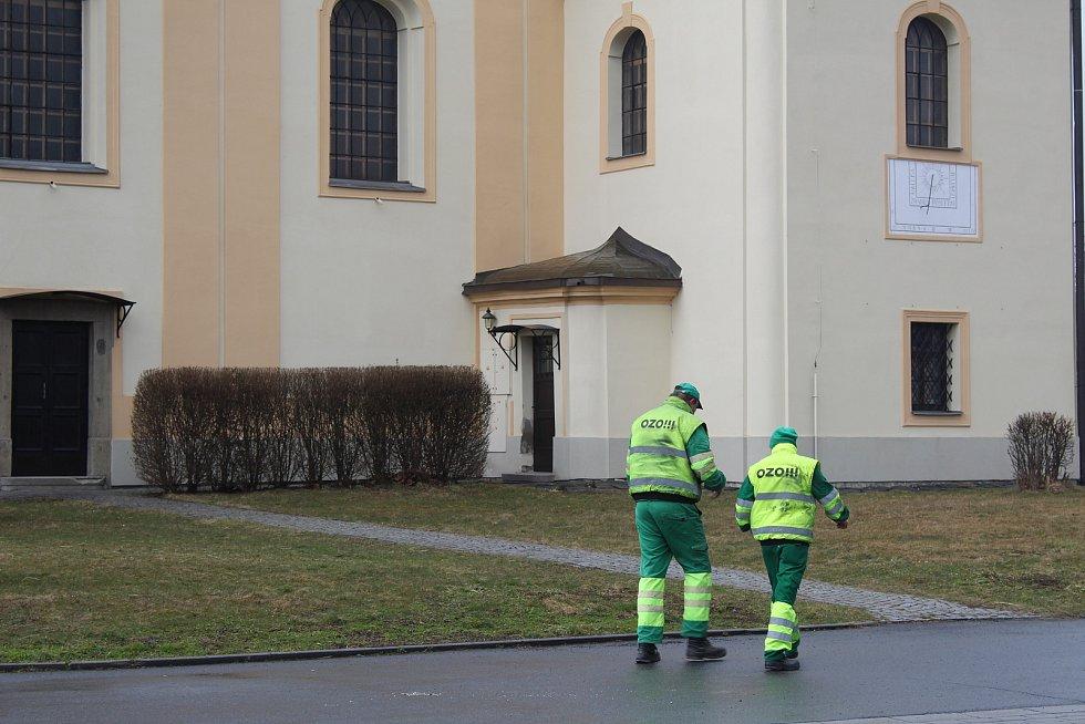 Kostel sv. Jana Nepomuckého ve Staré Bělé.