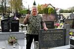 Hrobař z Třebovic začínal s tchánem na hřbitově v domovské obci, teď působí po celém městě.
