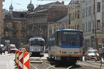 Jednokolejka: střídání tramvají zdržuje jízdu po opravované Nádražní o několik minut.