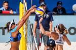 Semifinále žen Brazílie - Nizozemsko. FIVB Světové série v plážovém volejbalu J&T Banka Ostrava Beach Open, 2. června 2019 v Ostravě. Na snímku (zleva) Ana Patricia Silva Ramos (BRA), Madelein Meppelink (NED).