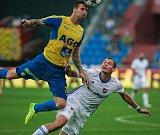I. liga, 4. kolo, FC Baník - FK Teplice: 3 : 3, na snímku vlevo Vaněček David, vpravo Oleksandr Azatskyi