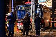 Nehoda autobusu v Ostravě-Přívoze.