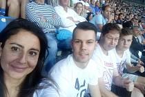 FANYNKA Carolina Aguila Diazová s manželem Antonínem Látalem a rodinou na archivním snímku při utkání Baníku Ostrava s pražskou Slavií ve Vítkovicích z roku 2017.