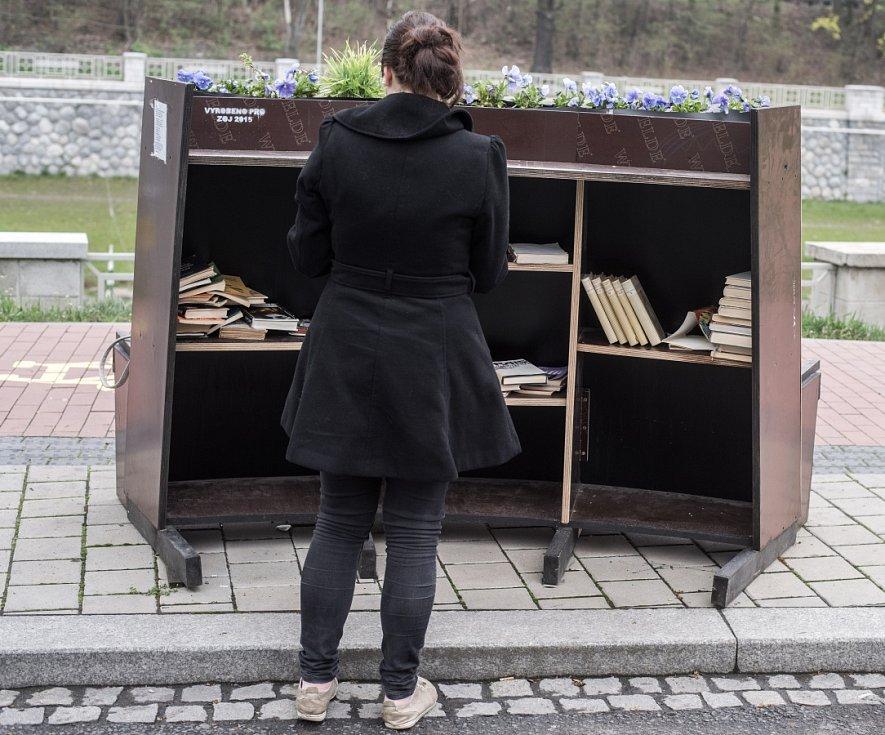 """Organizátoři akce Zažít Ostravu jinak umístili jednu na ostravskou """"náplavku"""", další na Alšovo náměstí v Porubě a třetí byla u finančního úřadu v Hrabůvce."""