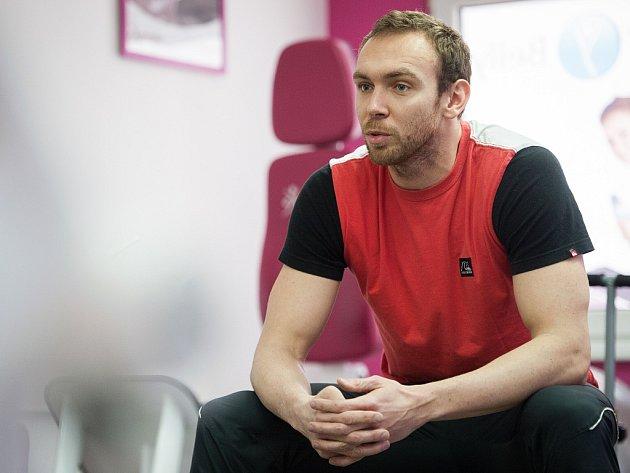 Michal Rubáček. Plavání bylo jeho životem, po odhalení dopingu a dvouletém zákazu činnosti se mu ale zhroutil svět. Teď začíná nanovo. Rád by startoval na LOH v Riu v roce 2016.