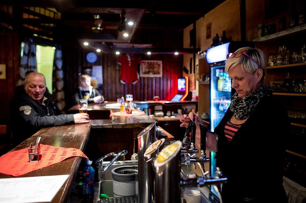 Restaurace Forman v Mariánských horách 13. března 2020 zavřela v 20:00. Vláda ČR vyhlásila dne 12. března 2020 stav nouze a rozhodla, že všechny restaurace a hospody budou kvůli koronavirovým opatřením uzavřeny ve 20:00.