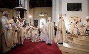 Biskupské svěcení 28. května v Ostravě. Na snímku Martin David (klečící).