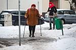 Zasněžené chodníky, situace v Ostravě-Dubině 12. ledna 2019. Ilustrační foto.