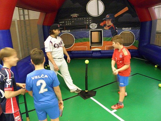 Baseball ukazoval školákům v Ostravě-Hrabůvce i bývalý žák.