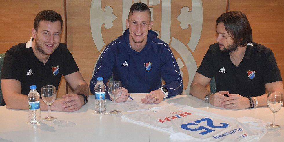 Obránce Jiřího Fleišmana a stopera Martina Šindeláře si na soustředění v Turecku pojistilo vedení Baníku Ostrava, které s nimi podepsalo nové kontrakty.
