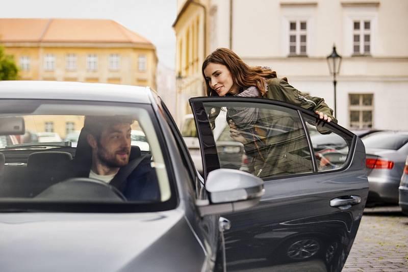 Společnost Uber nabízí své přepravní služby od čtvrtka také v Ostravě a Plzni.
