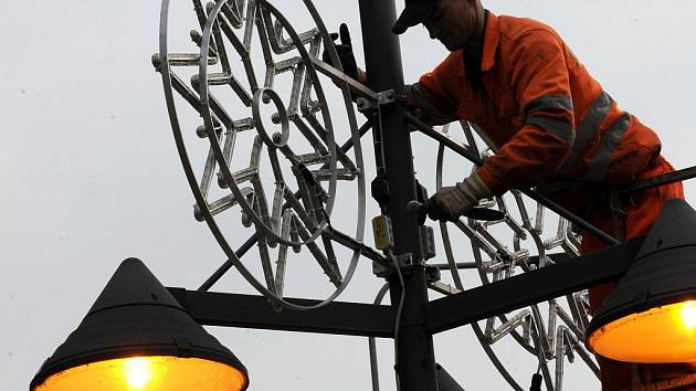 Hvězdičky, zvonečky či stromečky už jsou v centru Ostravy všude, kam se člověk podívá.