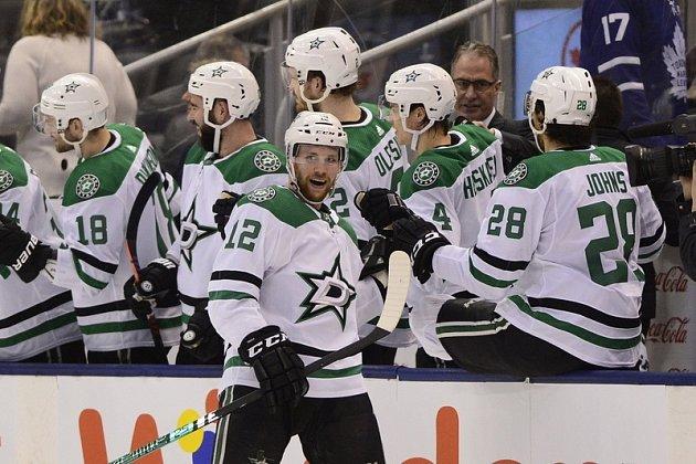 ÚSPĚŠNOU SEZONU, byť nakonec shořkou tečkou bez Stanley Cupu po finálové porážce sTampou Bay, má za sebou útočník Radek Faksa. Vnadcházejícím ročníku má však jeho Dallas opět za cíl útočit na nejvyšší příčky kanadsko-americké NHL.