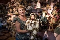 Ke sbírání porcelánových panenek se dnes čtyřiašedesátiletá Bianka Klapuchová dostala vlastně náhodou.