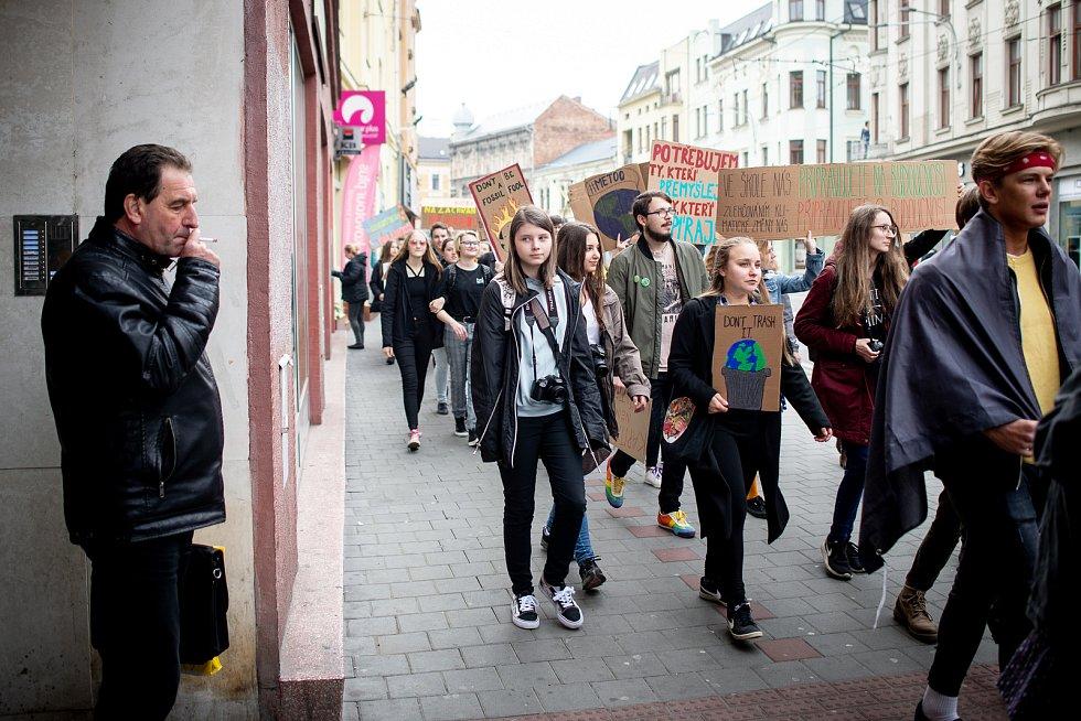 Protestní akce za lepší ochranu klimatu a snižování emisí v Ostravě, 3. května 2019.