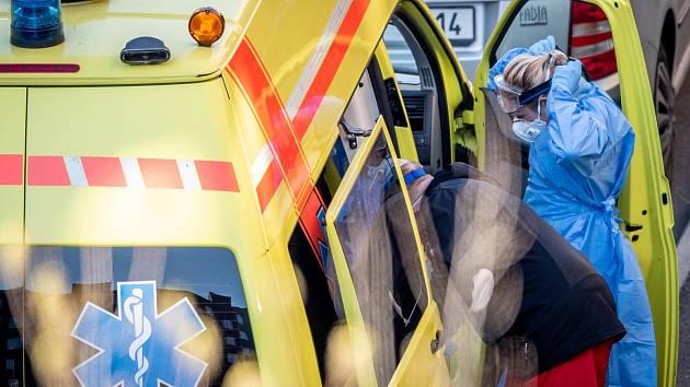 Nehoda dvou aut v Jedovnické ulici: čtyři zraněné ženy skončily v nemocnicích