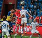I. liga, 4. kolo, FC Baník - FK Teplice: 3 : 3, na snímku uprostřed vlevo Tomáš Grigar, vpravo Oleksandr Azatskyi