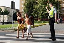 Strážníci posílí hlídky u škol. Důvodem jsou obavy, že roztěkané děti mohou v poprázdninové euforii vběhnout pod auta