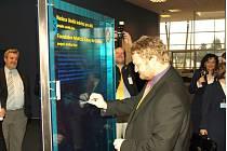 Jako jeden z prvních přispěl na charitativní účely ředitel mošnovského letiště a člen Rotary klubu Lubomír Vavroš