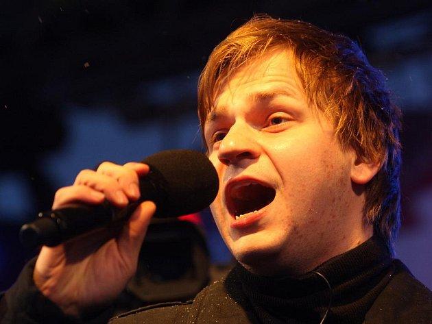 Finalista Česko Slovenské SuperStar Martin Chodúr ve středu přijel na návštěvu do Ostravy, zazpíval svým fanouškům a rozdával podpisy.