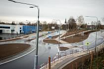 Stavba nového kruhového objezdu pod slezskoostravskou radnicí skončila.