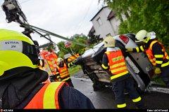 Dopravní nehoda osobního automobilu u Nové Bělé na Ostravsku.