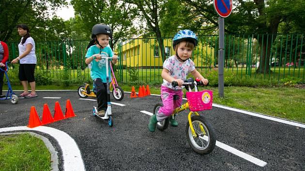 Ostravské děti se po návratu do mateřských a základních škol mohou věnovat také dopravní výchově, každoročně ji financuje město.