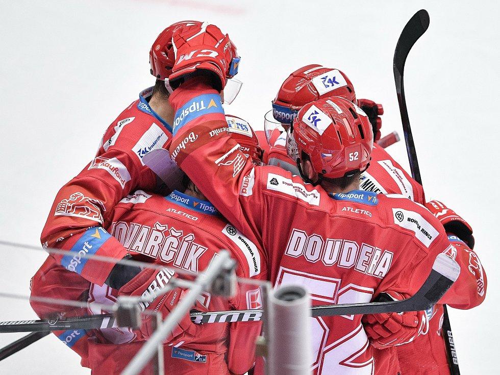 Utkání 42. kola hokejové extraligy: HC Oceláři Třinec - HC Vítkovice Ridera, 2. února 2021 v Třinci. Tým Třince oslavuje gól.