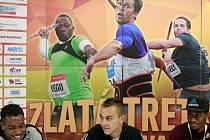 Ilustrační foto z tiskové konference. Na snímku zleva Michael Mathieu, LJ van Zyl, Tony McQuay.